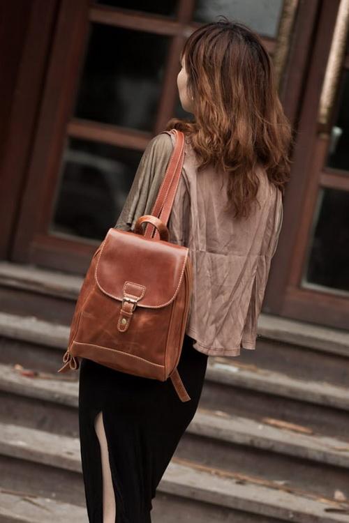 e1ee4725b4a6 Такие модные кожаные рюкзаки- 2019 сделают респектабельнее и экслюзивнее  любой, даже самый будничный образ.