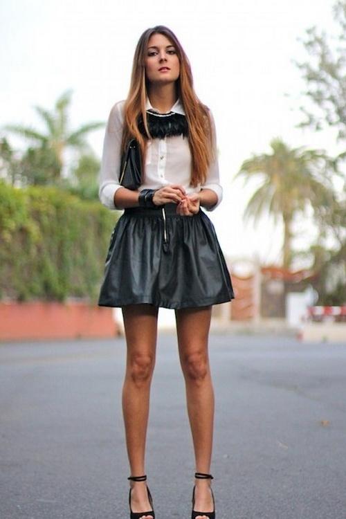 Фото ног девочек в юбках