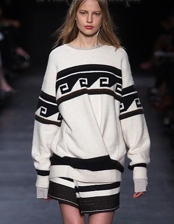 Модные женские свитера сезона весна-осень-2019
